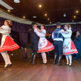 Dinner Cruise 3h with Folklore & Operetta Show